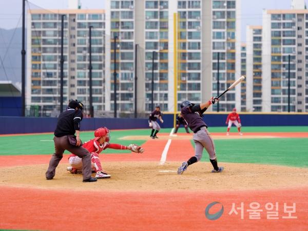 (고영준 김선웅 기자)영동대의 9회초 7:3 노아웃 주자 만루 찬스를 허무하게 날리고 말았다.