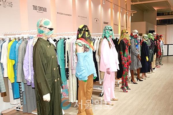 문화체육관광부와 한국콘텐츠진흥원은 9월 7일 오전 11시(현지시간) 미국 뉴욕에 위치한 스프링 스튜디오 갤러리 1(Gallery 1 at Spring Studios)에서 'Concept Korea(이하 콘셉트코리아) S/S 2019'를 성황리에 개최했다.